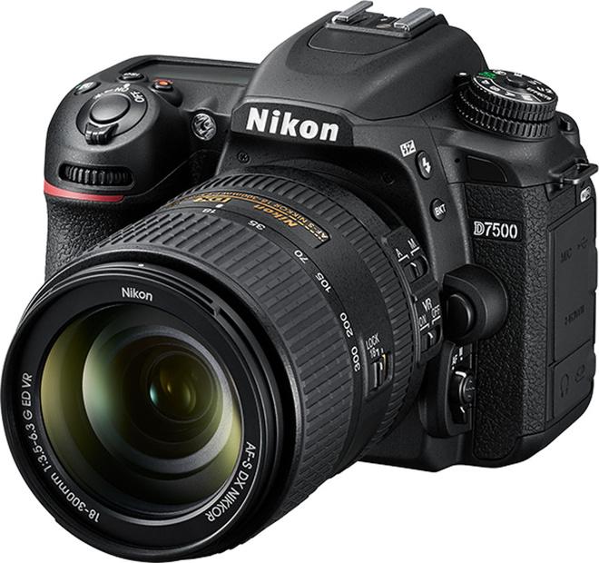 NIKON D7500 +  AF-S 18-300 VR