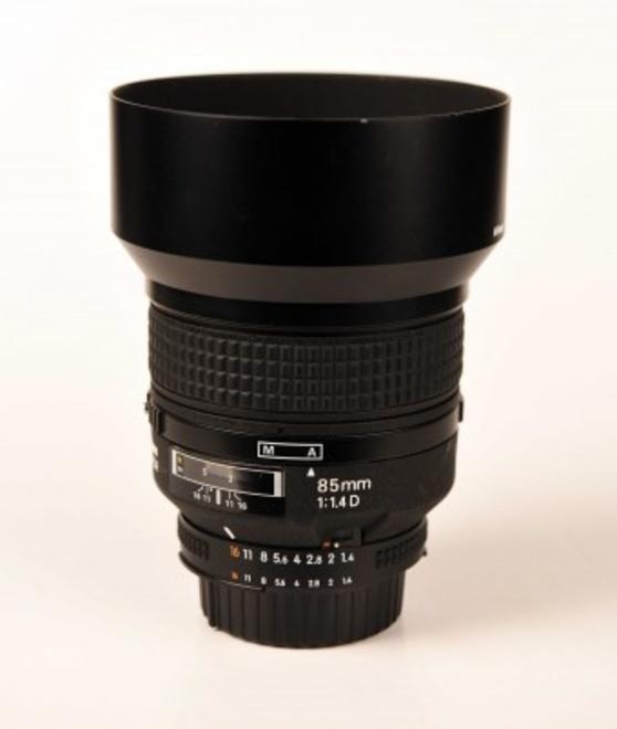 NIKON 85mm F/1.4 AF D