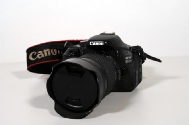 CANON EOS 600D + 18-300 SIGMA