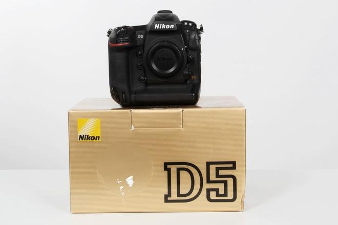 Nikon D 5