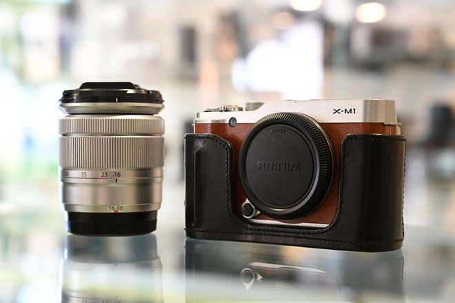 XM1 + étui cuir  + XC 16 50 mm F 3.5 5.6 OIS