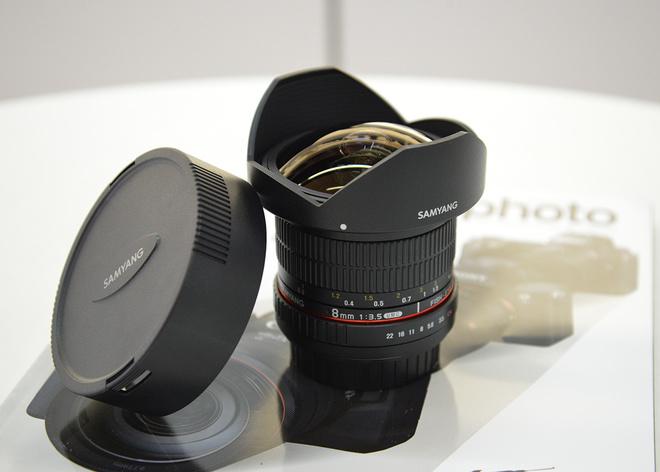 FISH-EYE SAMYANG  8mm f3.5 UMC monture CANON