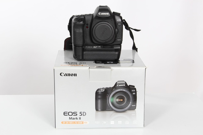 Canon Eos 5 D MK II + Grip Bg-e 6