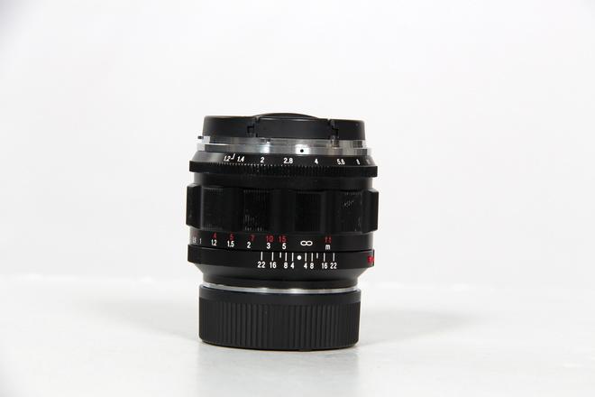 VOIGTLANDER Voigtländer 50mm f/1.2 Nokton Asph Monture LEICA M
