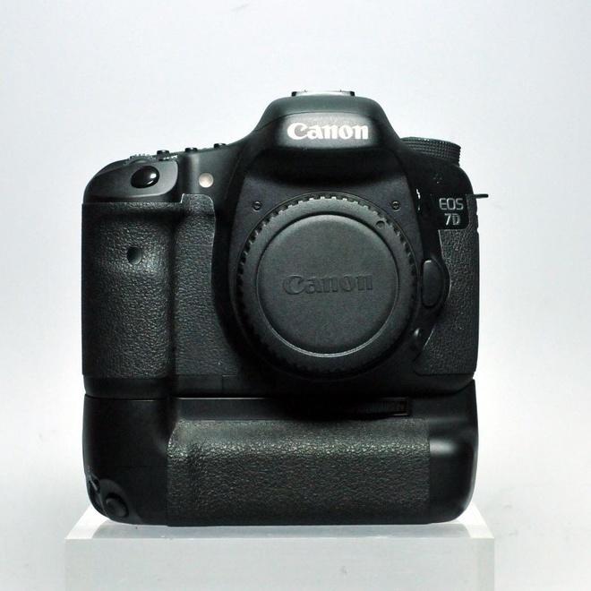 Canon EOS 7D + Grip