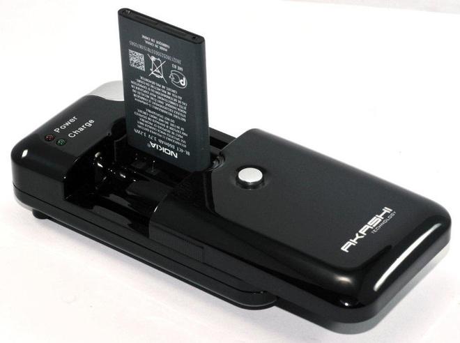 AKASHI c/secteur + al/cig universel p/batterie